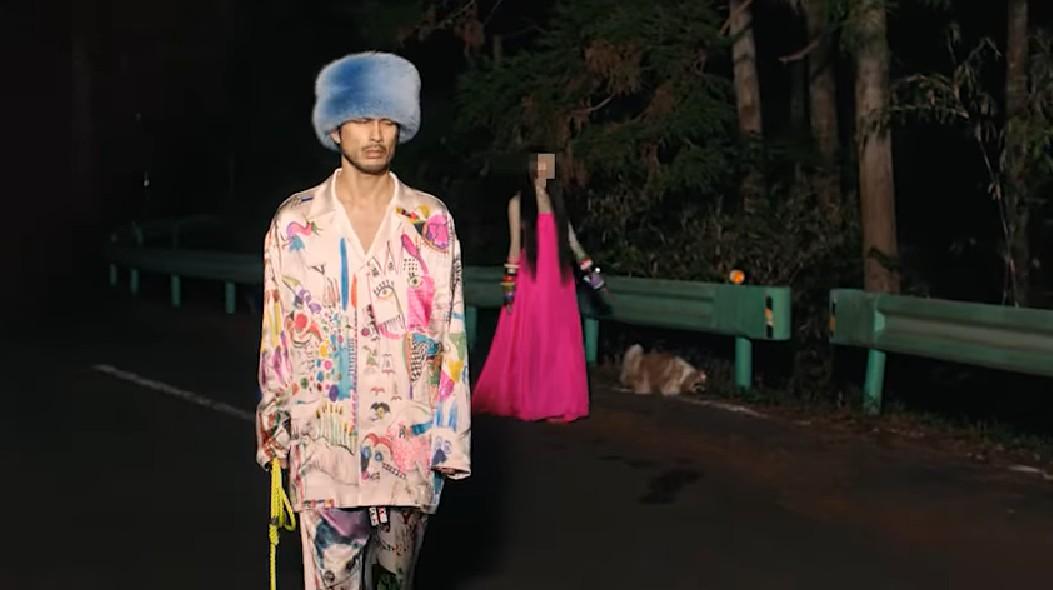 平井堅知らないんでしょMVの衣装と帽子